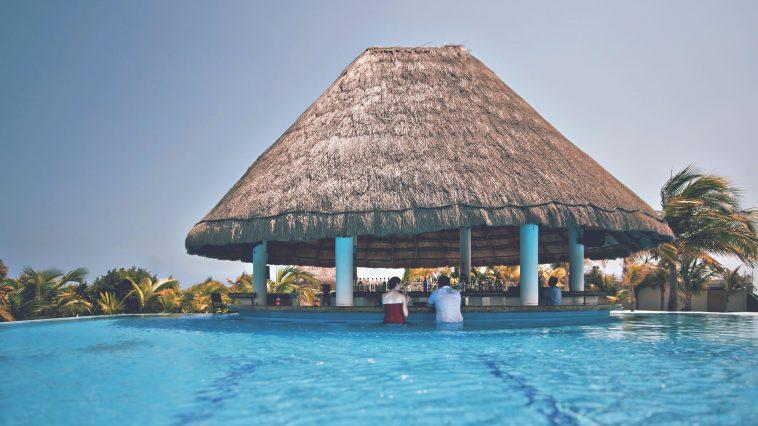 8d6e652a hawaii adult lounge 758x426 - ハワイでオススメの大人の空間、人気のバー&ラウンジ