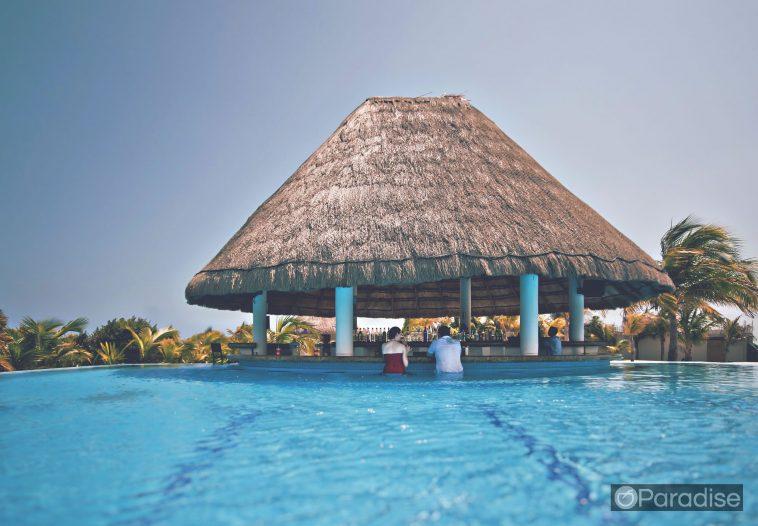8d6e652a hawaii adult lounge 758x526 - ハワイでオススメの大人の空間、人気のバー&ラウンジ
